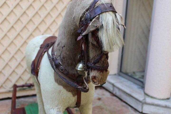 galerie-bosetti-antiquites, cheval à bascule, tête