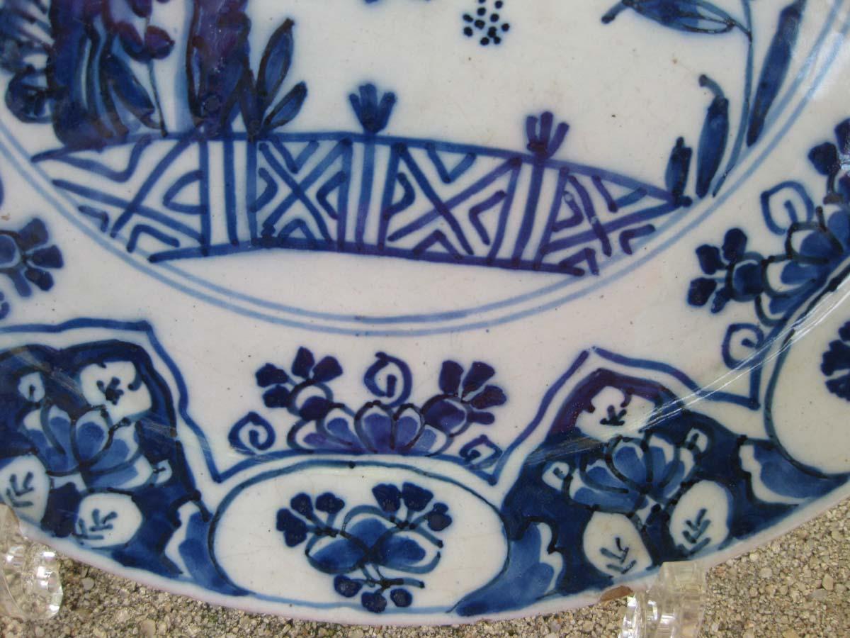 galerie-bosetti-antiquites assiette DELFTdétail bordure