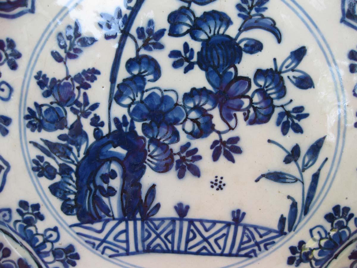 galerie-bosetti-antiquites assiette DELFT médaillon