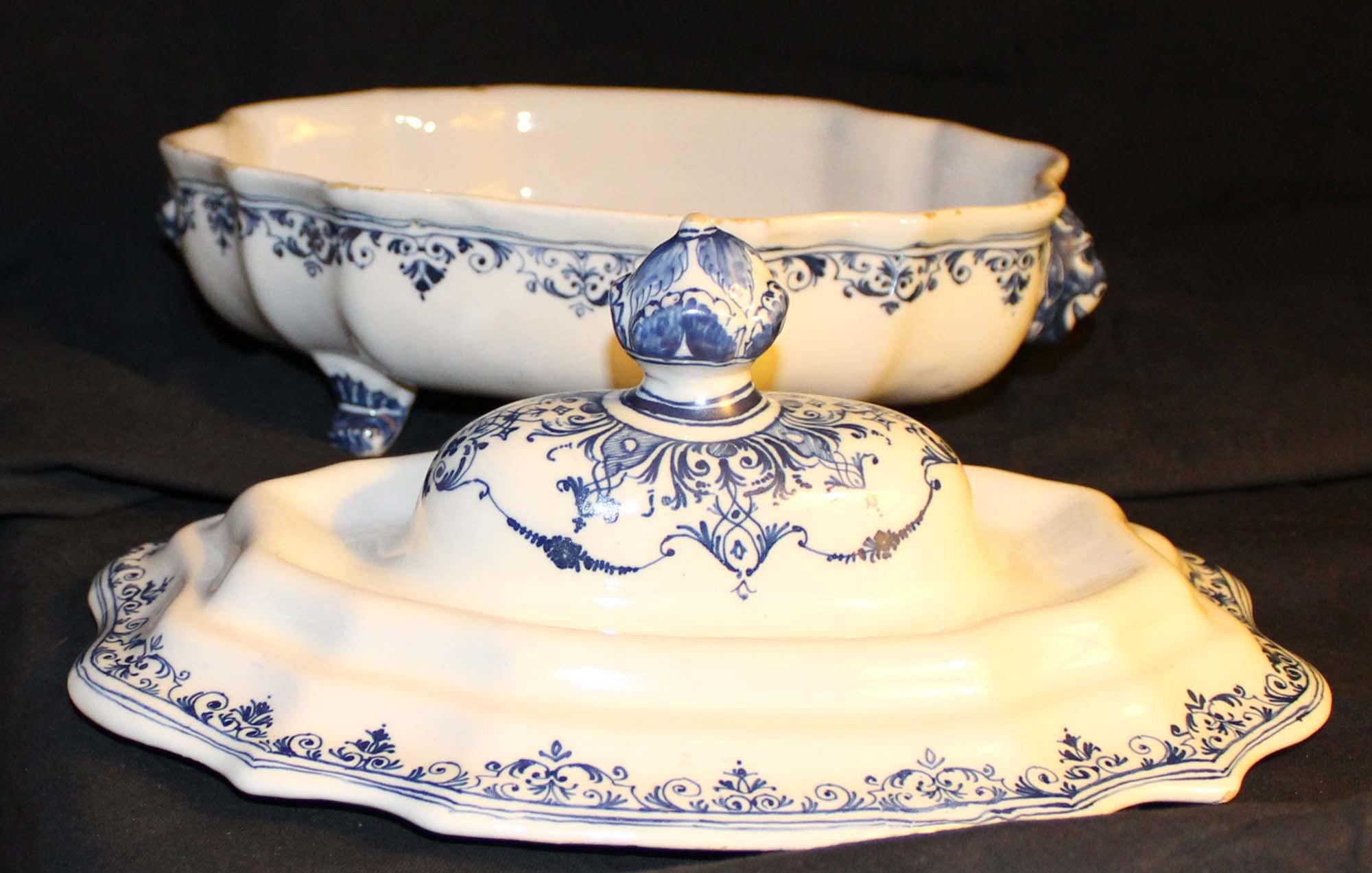galerie-bosetti-antiquites Moustiers 18ème légumier camaïeu bleu, corps et couvercle