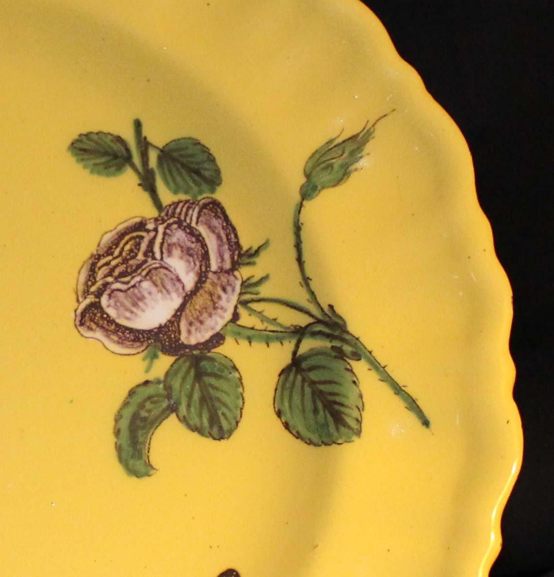 galerie Bosetti antiquités moustiers  18ème décor jaune floral aile droite