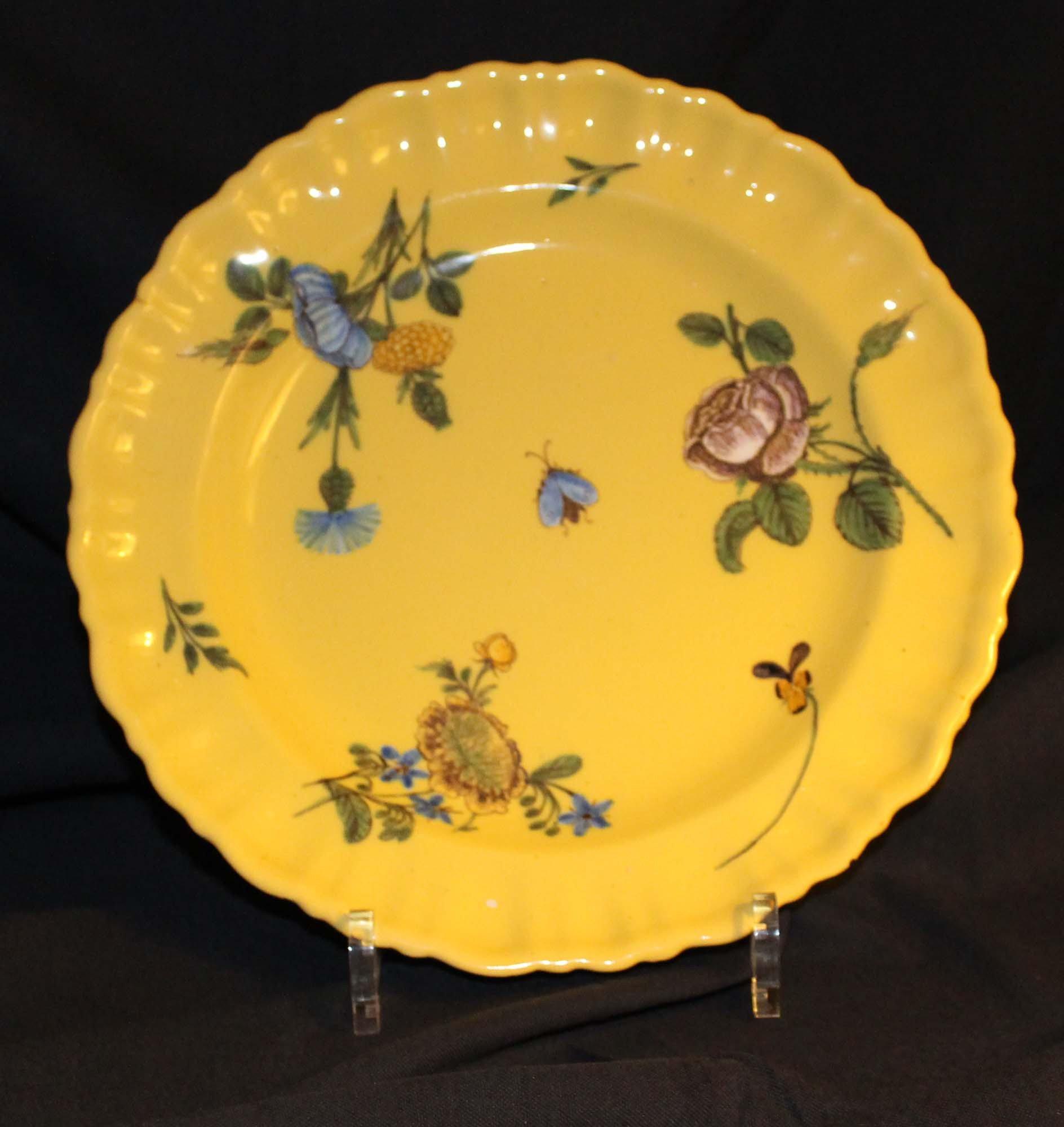 galerie Bosetti antiquités moustiers 18ème décor jaune floral