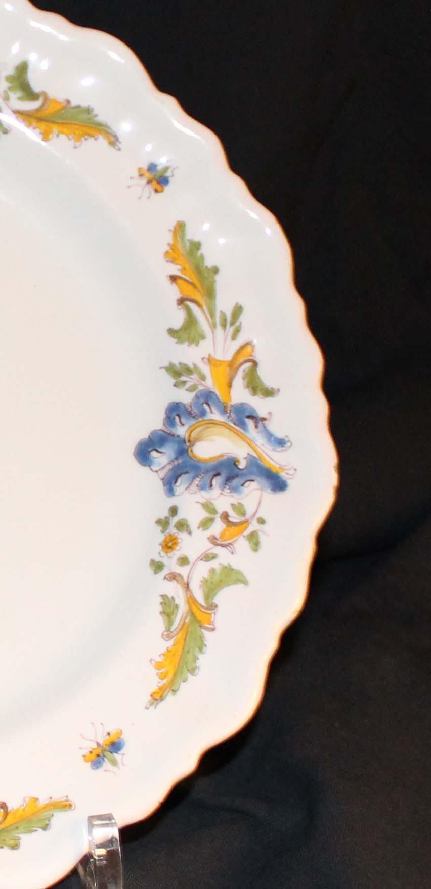 galerie-bosetti-antiquites Moustiers 18ème déor aux drapeaux aile droite