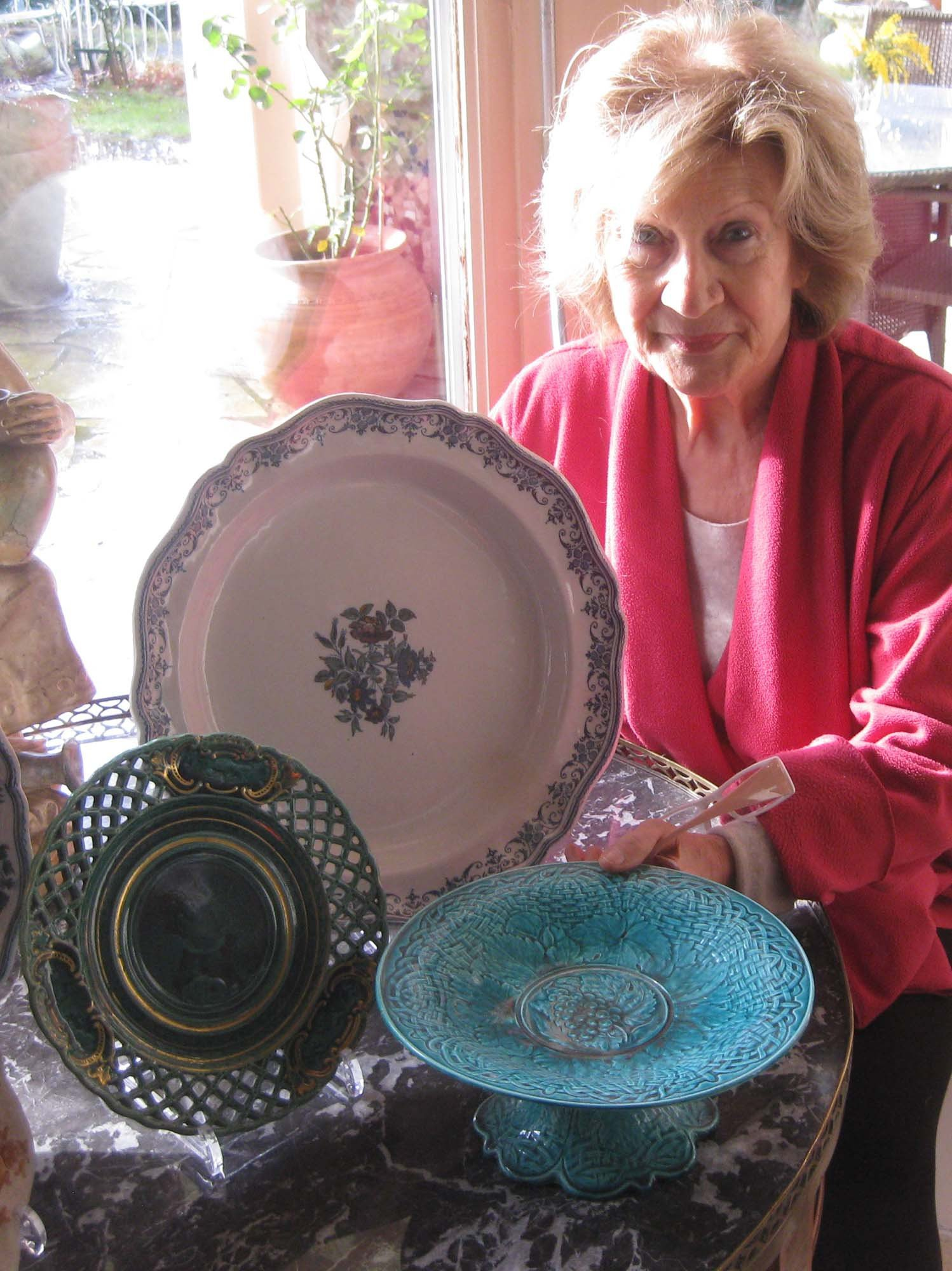 Michèle Bosetti Expert en faïences ancienne galerie Bosetti Antiquités
