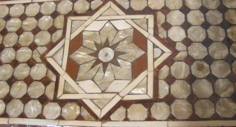 galerie-bosetti-antiquites coffre ottoman decor dessus