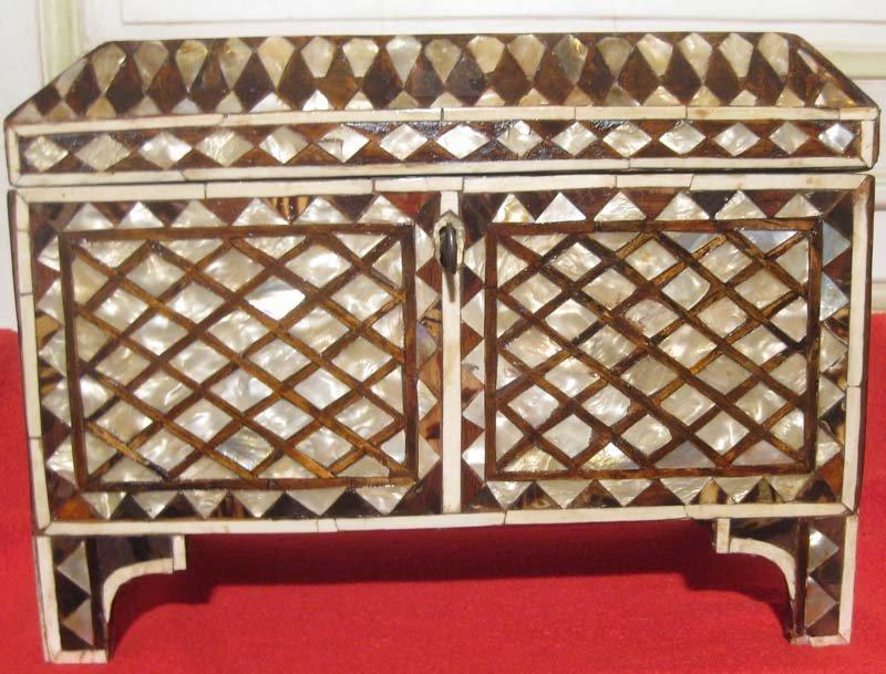 galerie-bosetti-antiquites coffre ottoman