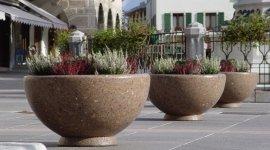 vasi in marmo, vasi in cemento, vasi per luoghi pubblici