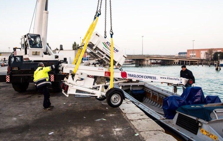 sollevamento di un carrello elevatore