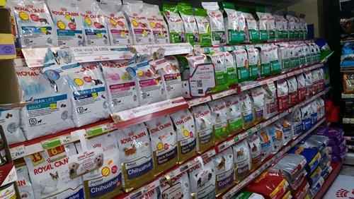 assortimento cibo per animali a marchio ROYAL CANIN
