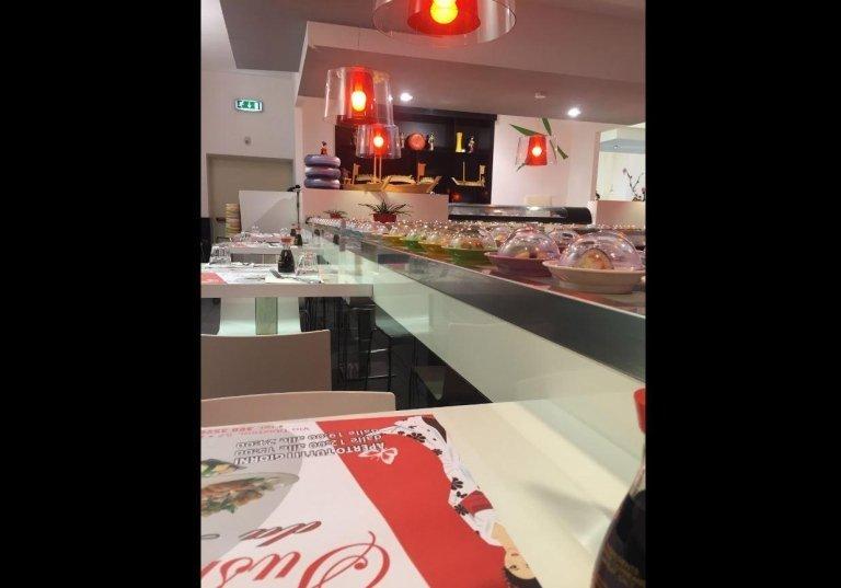 ristorante Sushi nastro trasportatore