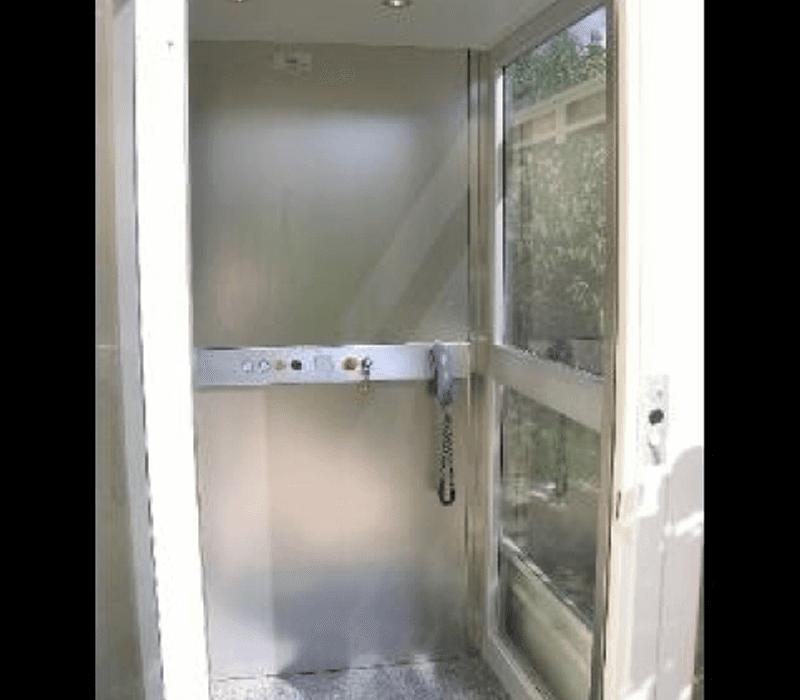 Dettaglio vista frontale minilift in vetro