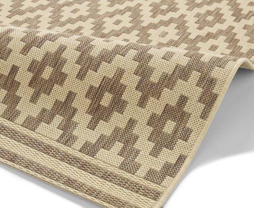 Closer view of the carpet design