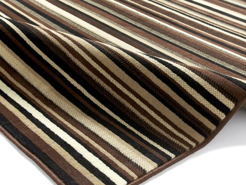 View of the carpet with horizontal lines
