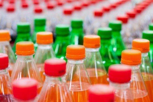 Bottiglie di bevande analcoliche gassificati