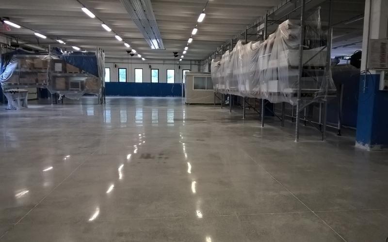 rifinitura pavimentazione cemento