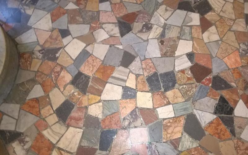 pavimento mosaico granito