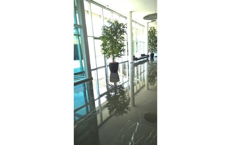pavimento a specchio in marmo