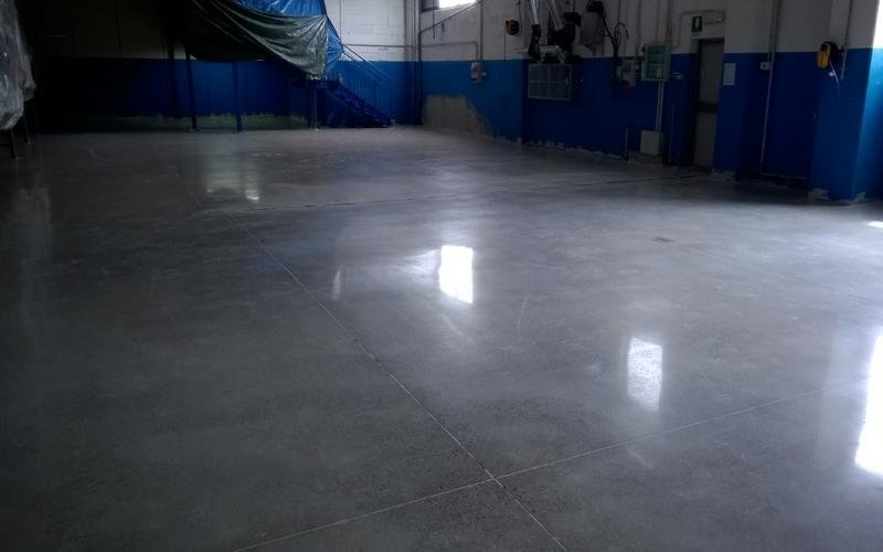 lucidatura superficie cemento