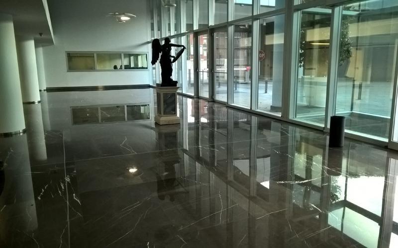 pavimento marmo a specchio