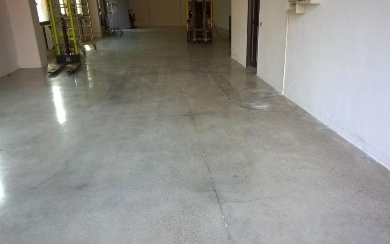 manutenzione pavimento cemento