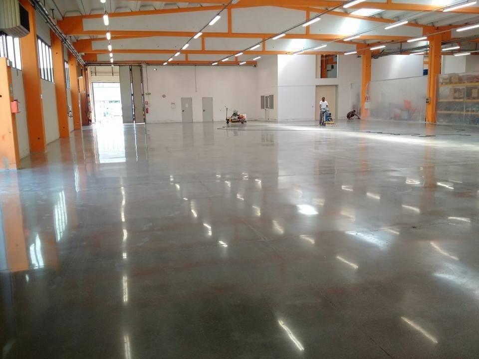 Pavimenti In Cemento Industriale : Lucidatura cemento bergamo cristallina
