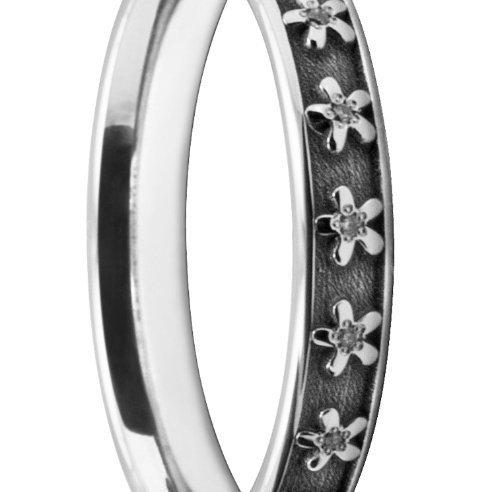 Exquisite Ladies' Wedding Ring