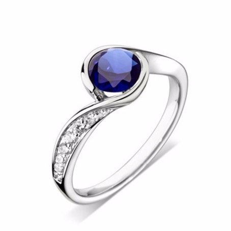 Beautiful Solitaire Engagement Ring for you