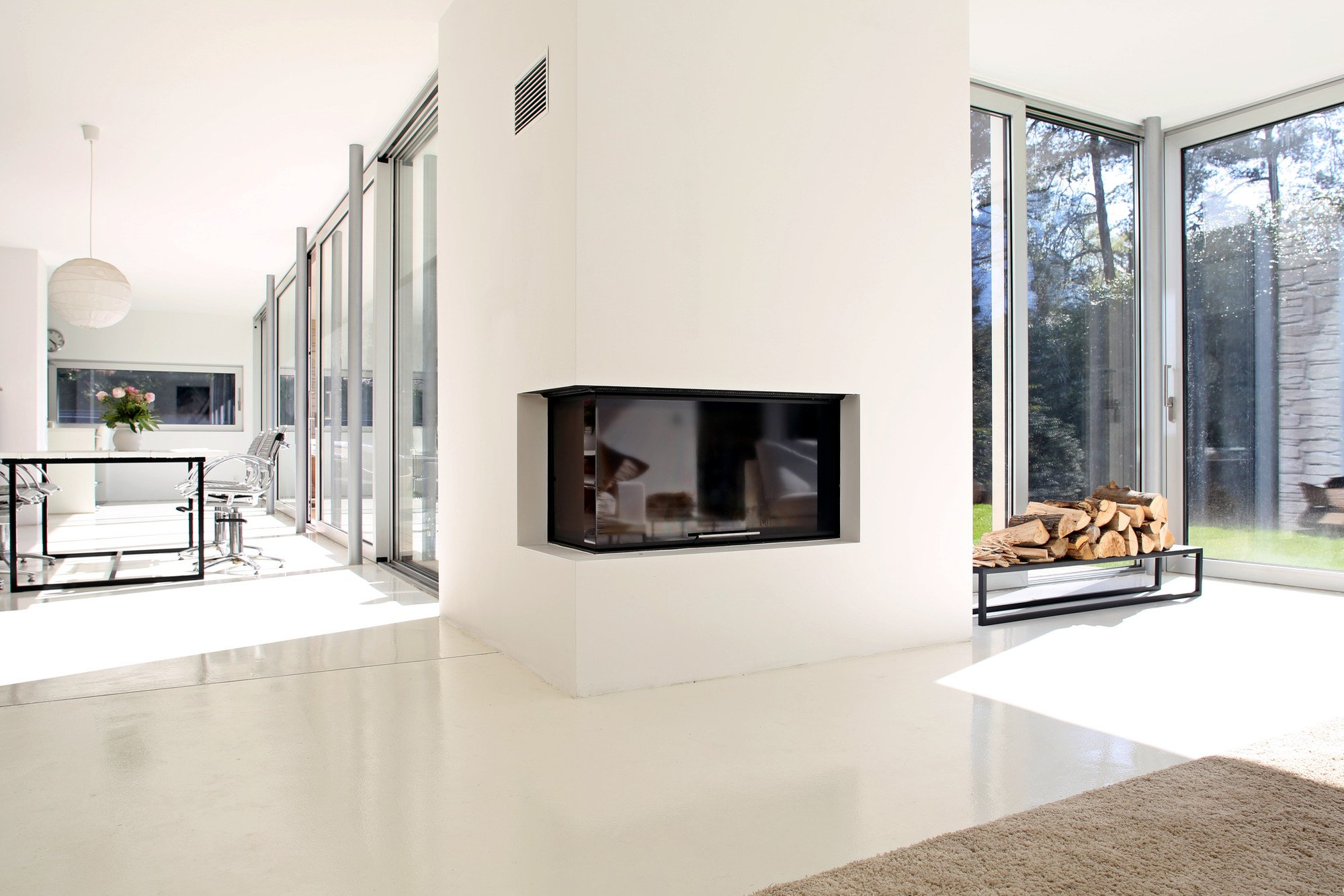 Fire place with safety glass