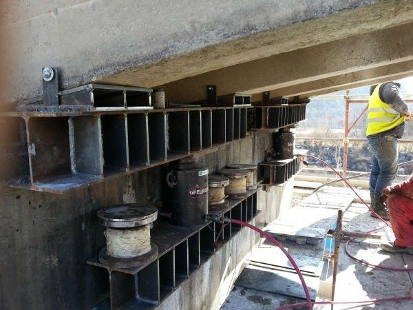 ponteggio in fase di costruzione