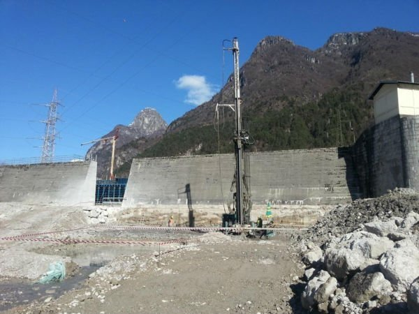 costruzione di tappo da fondo bifluido