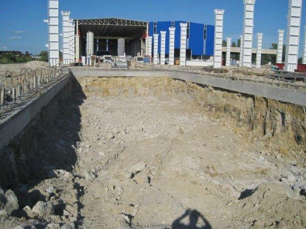 costruzione di vasca per l'alloggiamento di trafilatrice