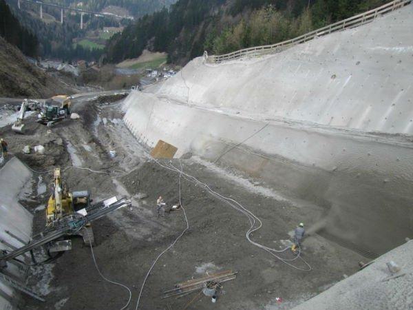 costruzione di parete chiodata a traforo