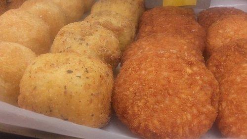 Crocchette di patate e crocchette di pollo