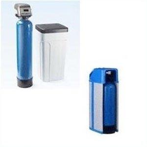due bombole blu e un cestino di plastica