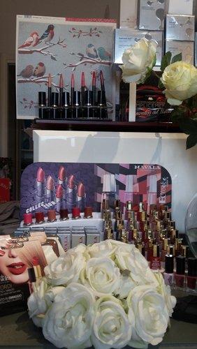 Smalti e prodotti per unghia presso Parafarmacia Eleonora