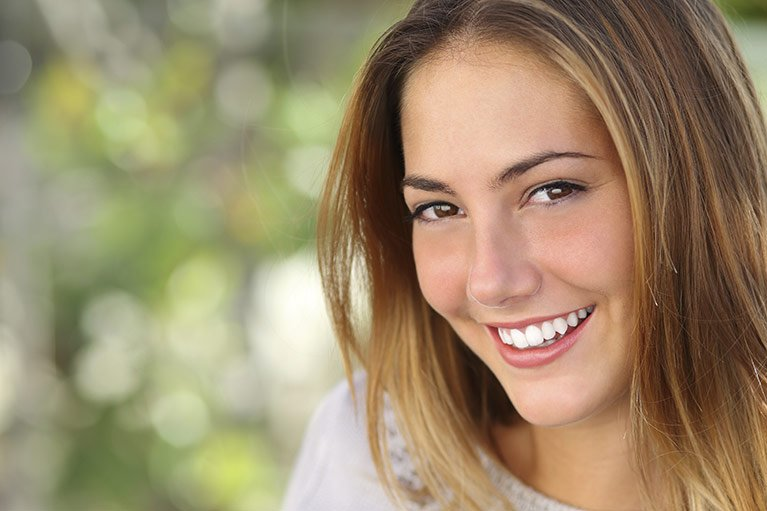girl smiling with perfect teeth