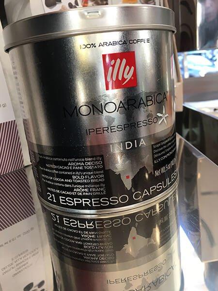 scatola di caffè arabico Illy dall'India