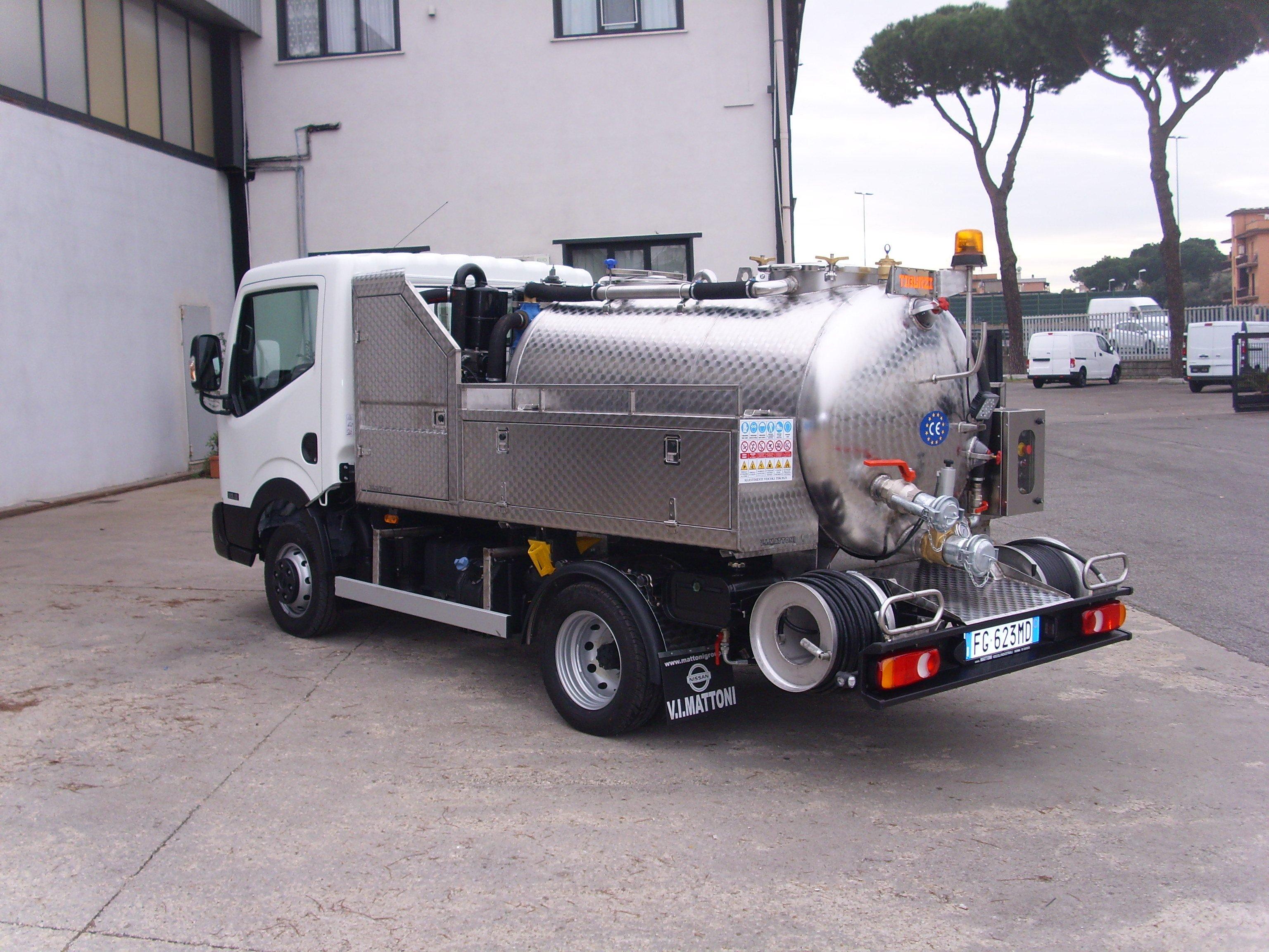 NT400 35.13, 3000cc, 130 cv, Euro 6, con COMFORT PACK (clima e radio CD con Bluetooth) completo di cisterna per autospurgo, disponibile in vari passi e potenze motore.