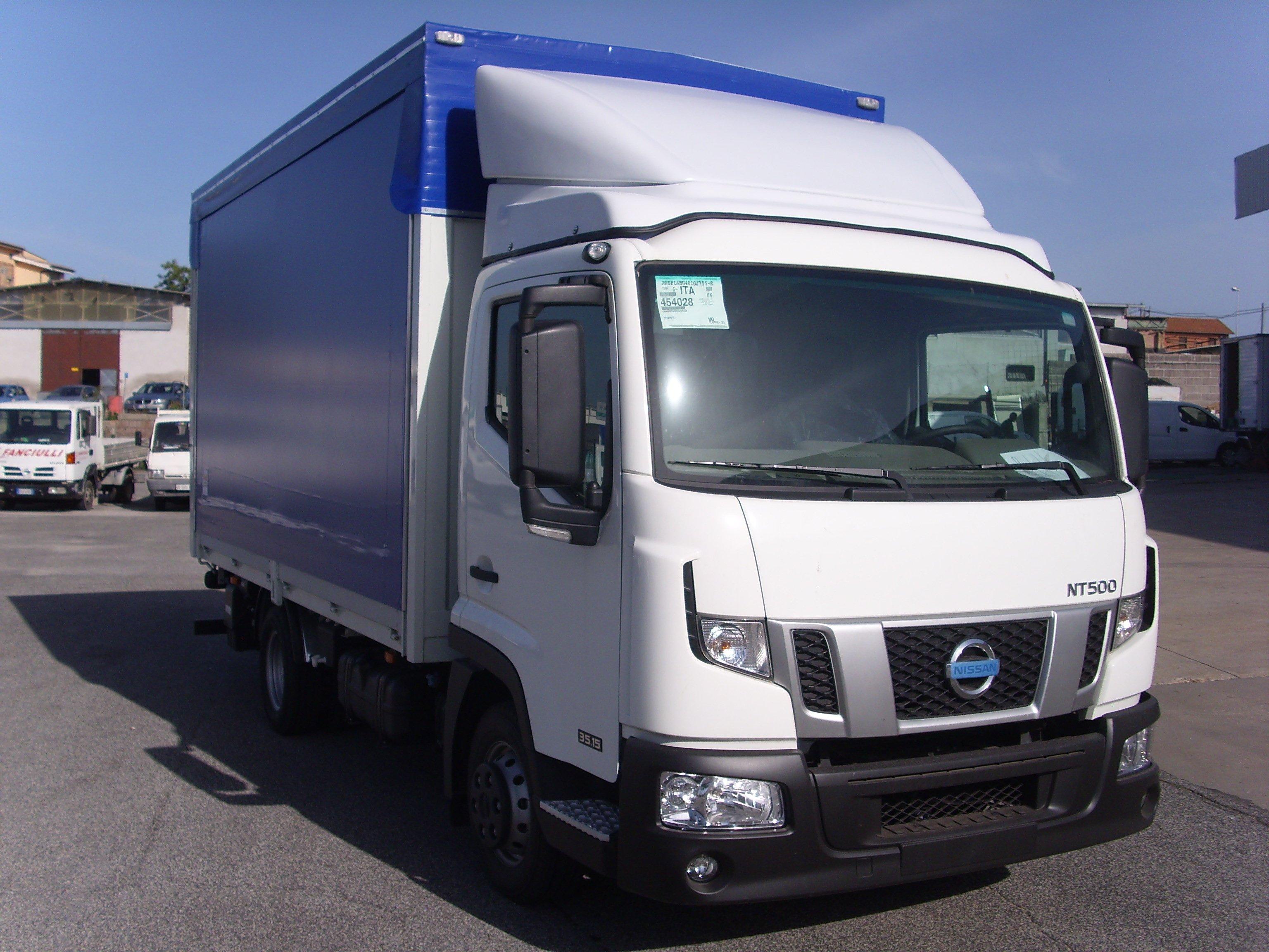 furgone con rimorchio blu