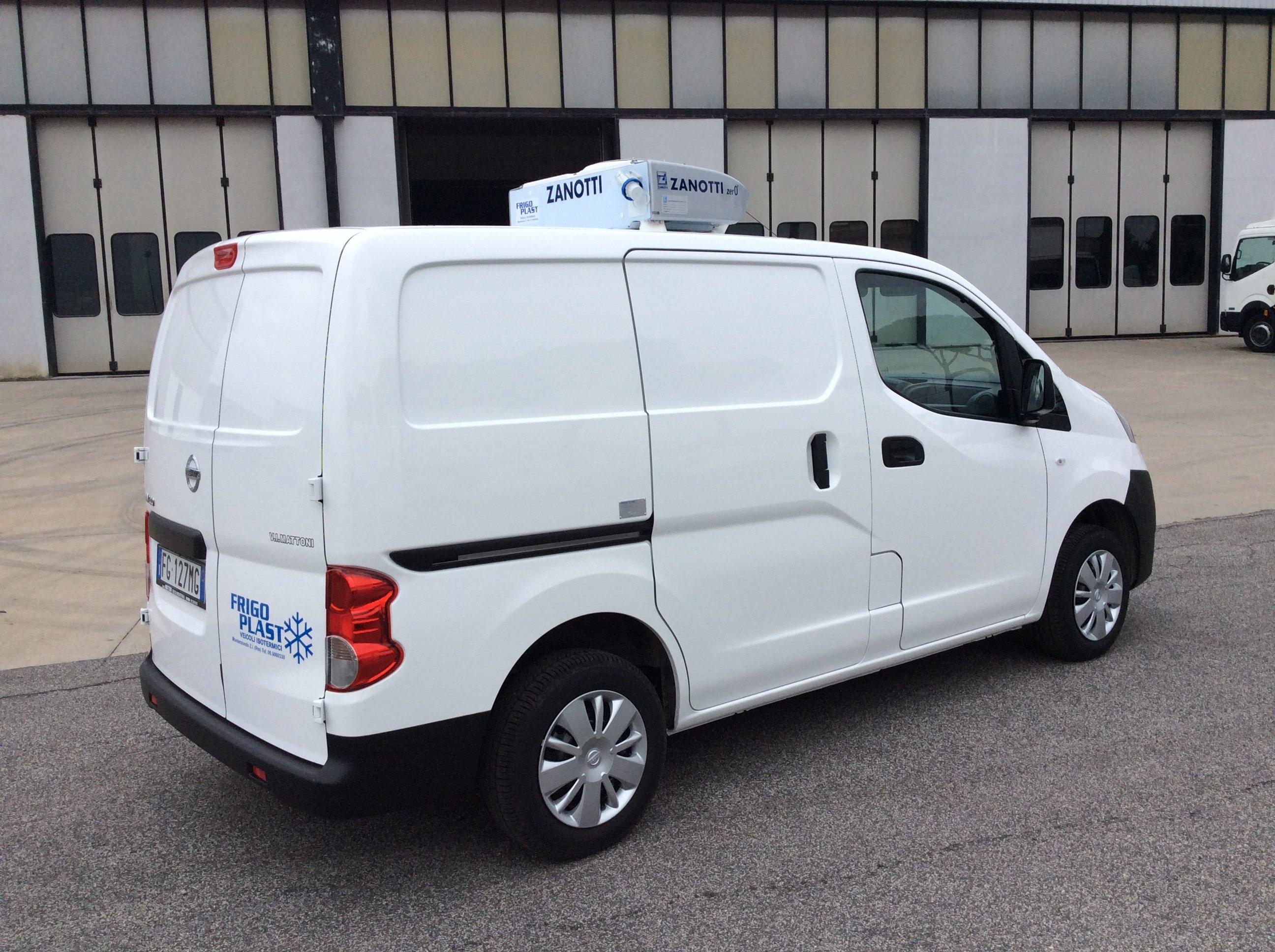 NV200 Combi 1.5 dCi, 90 cv, Euro 6, con COMFORT PACK (clima e radio CD con Bluetooth) 5 posti, seconda fila di sedile abbattibile, porte laterali scorrevoli vetrate, porte posteriori vetrate apribili a 180°, disponibile anche 110 cv