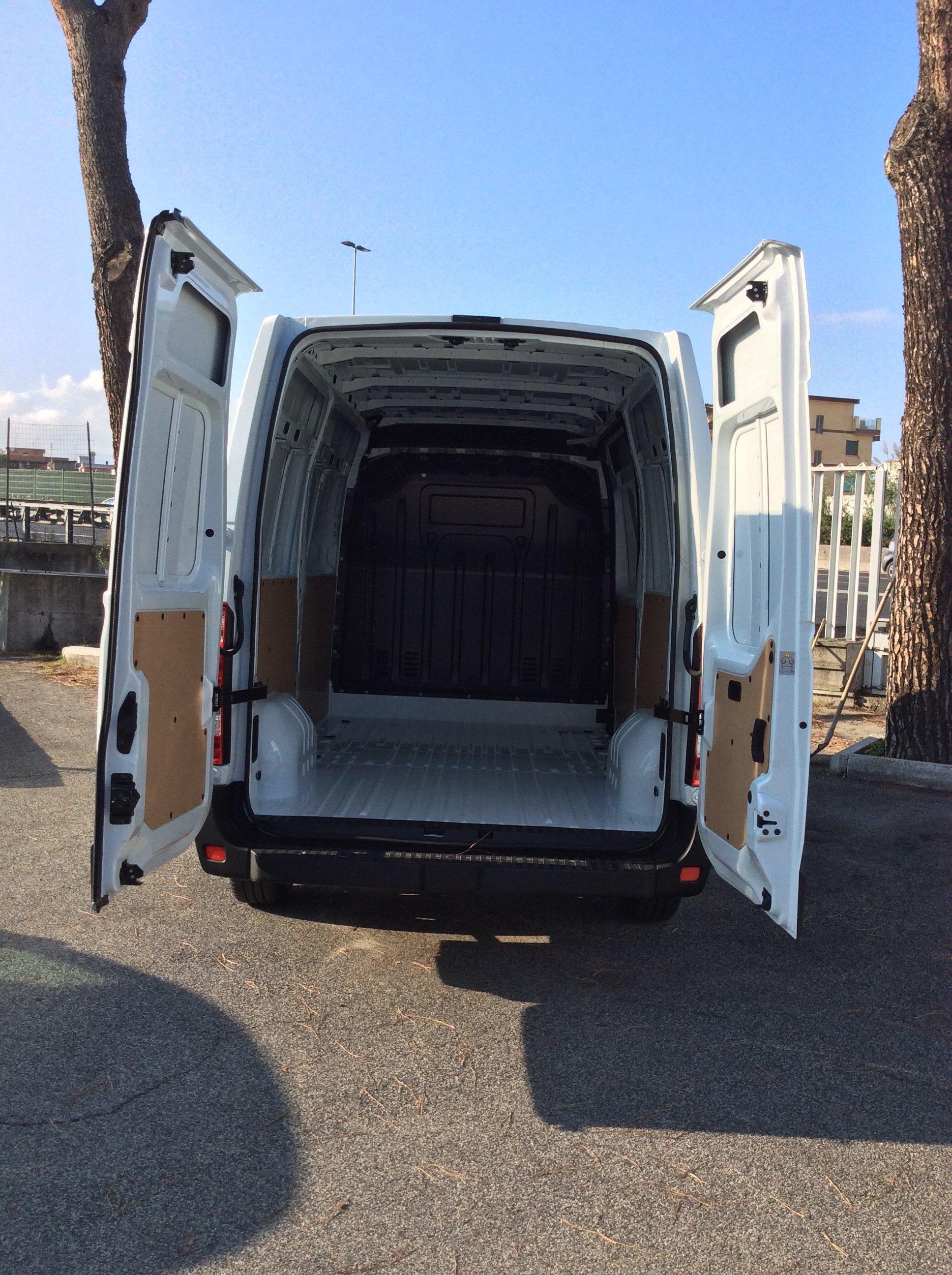 portellone aperto furgone
