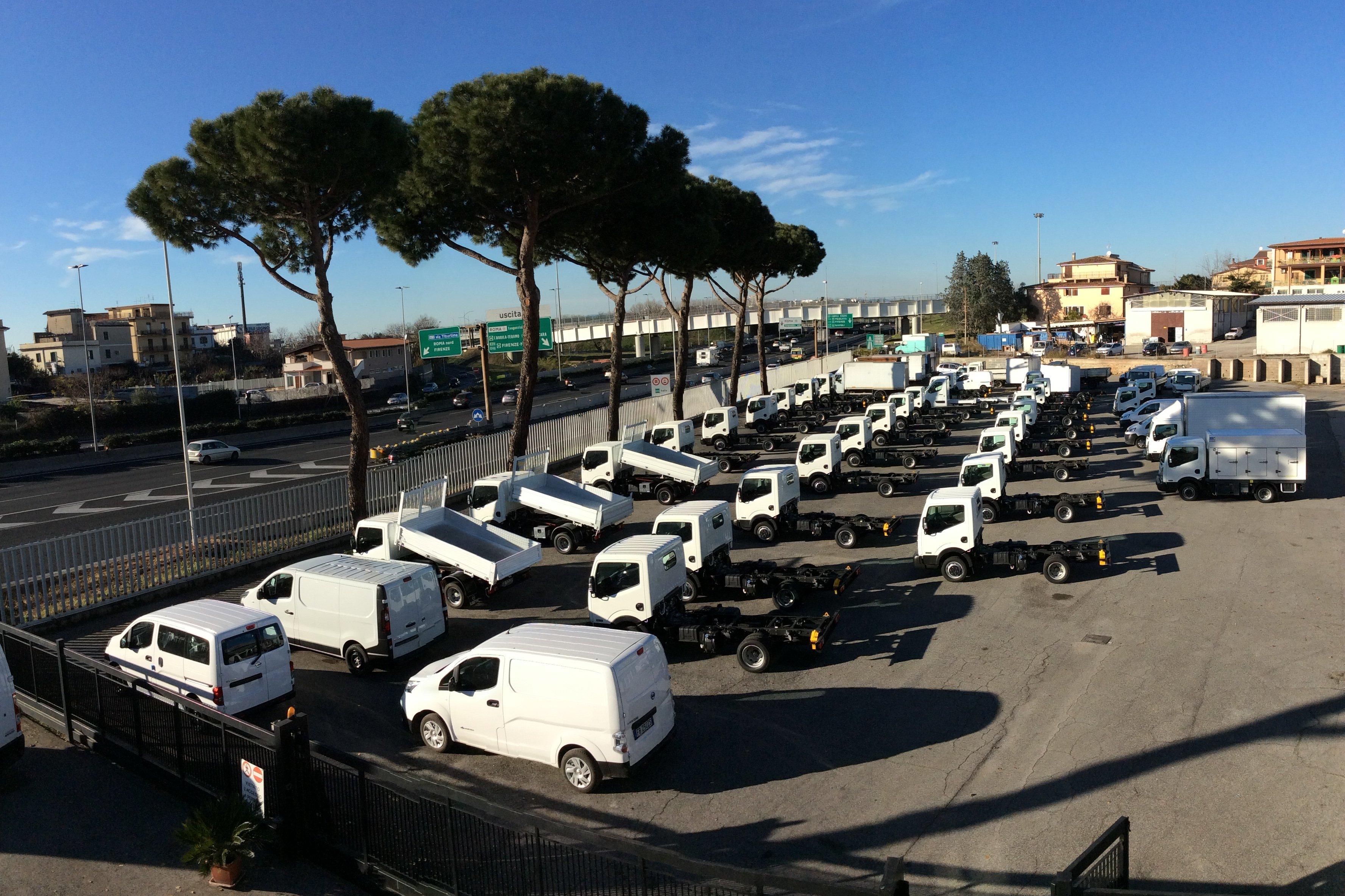 Parcheggio dei veicoli industriali all'ingresso