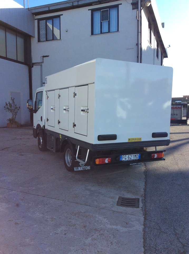 NT400 35.13, 3000 cc, 130 cv, Euro 6, con COMFORT PACK (clima e radio CD con Bluetooth) completo di cella frigorifera con unità frigo per trasporto a basse temperature, disponibile in vari passi, misure e potenze motore