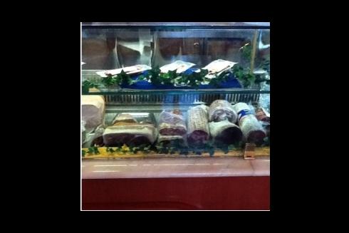 Il ristorante vanta un ricco assortimento di pietanze tipiche lucane.