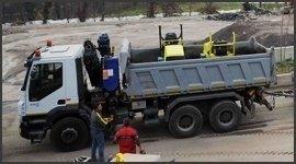camion ribaltabile. impresa edile, edilizia