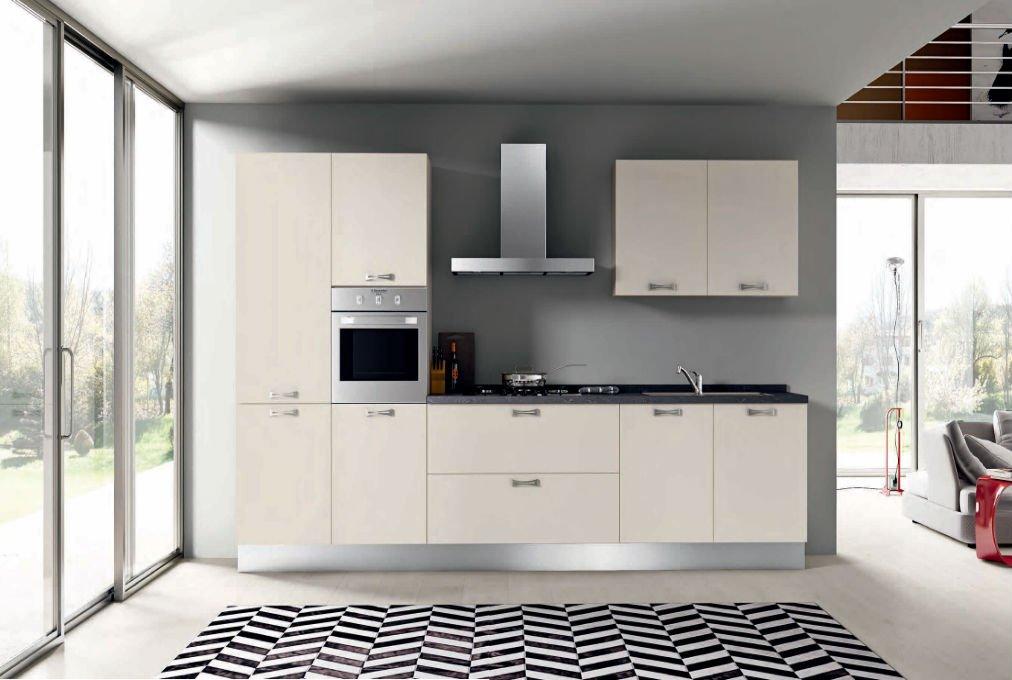 una cucina moderna con mobili color bikanco