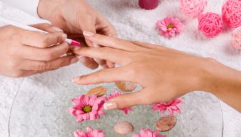 manicure, estetica, smalto semipermanente, mano, unghie