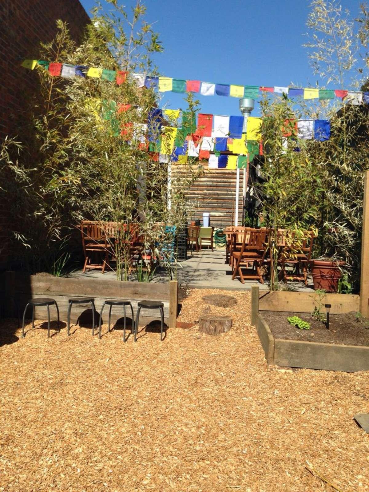 thornbury café, thornbury courtyard