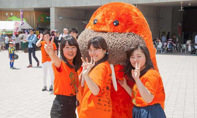 Walkie with volunteers at 2016 Chubu Walkathon
