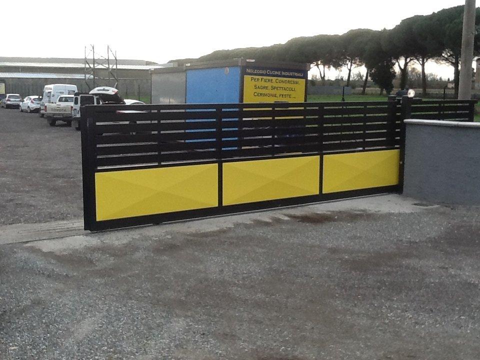 cancello giallo